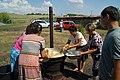 Казахские женщины накладывают бешбармак в большое блюдо.jpg