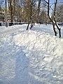 Кучугури снігу на Доценка 5 березня 2018 01.jpg