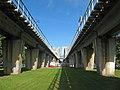 Финляндский железнодорожный мост из сада 30-летия Октября.jpg