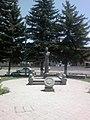 Արձան Գյումրու երկաթուղային կայարանում 01.jpg