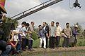 นายกรัฐมนตรี โยนกล้า ณ แปลงนาโยนกล้า หมู่ที่ 8 ตำบลคล - Flickr - Abhisit Vejjajiva (7).jpg