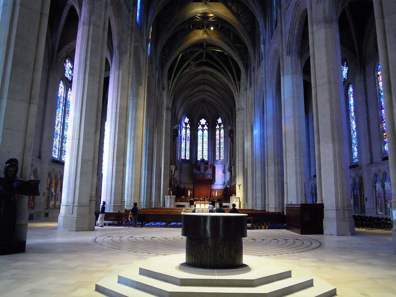 ファイル:グレース大聖堂 内部.JPG