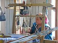 027 Fàbrica de seda Yodgorlik, Imom Zahiriddin Ko'chasi 138 (Marguilan), teixint al teler.jpg