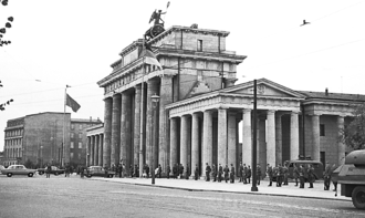 Political geography - The Brandenburg Gate of the Berlin Wall in 1961.