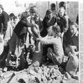 1948 - ירושלים שכונת מוטיפיורה - מילוי שקי חול-PHL-1088878.png