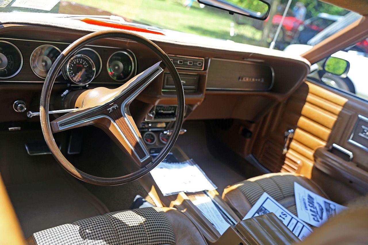 File:1970 Mercury Cougar 2dr HT, brown interior.jpg