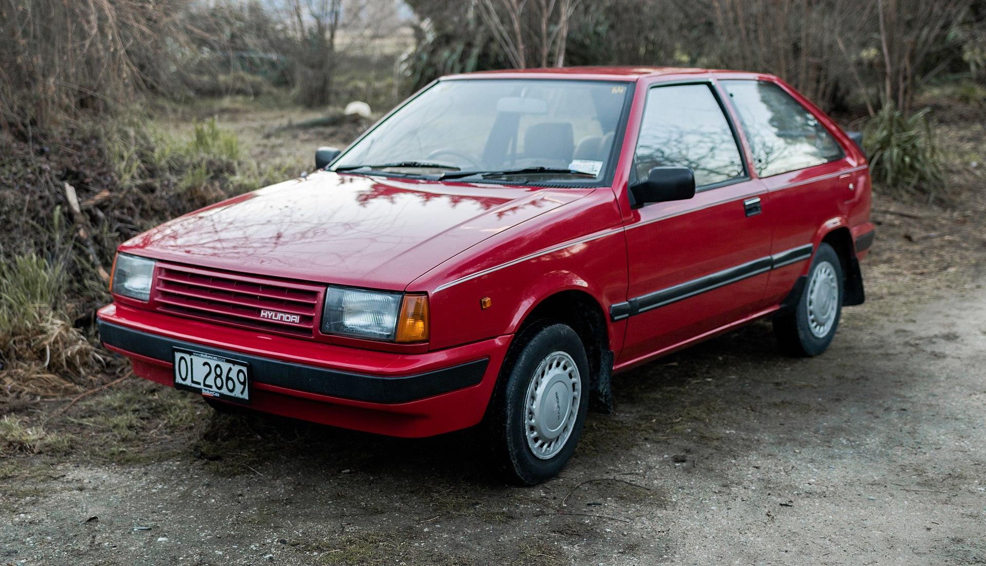 1989 Hyundai Excel GL Front Left.jpg
