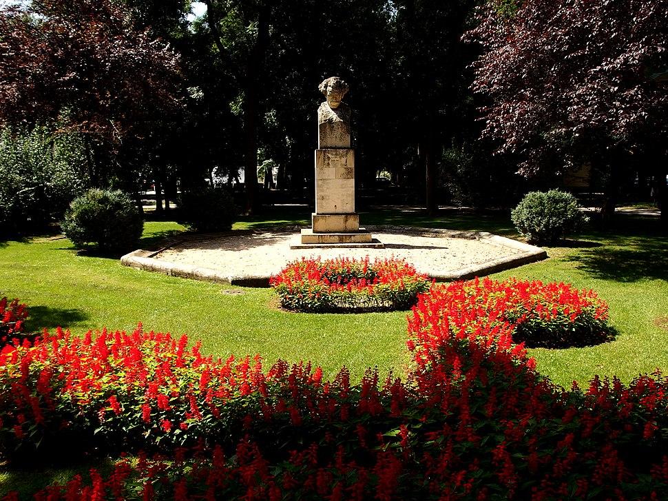 Bustul scriitorului Barbu Ștefănescu Delavrancea din Parcul Kiseleff