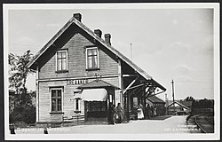 451 Greaaker jernbanestation - no-nb digifoto 20151106 00065 bldsa PK06700.jpg
