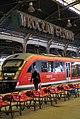 9170viki Dworzec Główny - przed remontem - neon na peronie. Foto Barbara Maliszewska.jpg