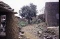 ASC Leiden - van Achterberg Collection - 5 - 012 - Le quartier des forgerons. Un espace intermédiaire entre des maisons basses - Bobo-Dioulasso, Burkina Faso, 19-26 août 2001.tif