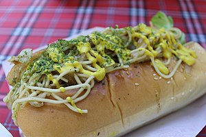 Spaghetti sandwich - A spaghetti sandwich in a hot dog bun