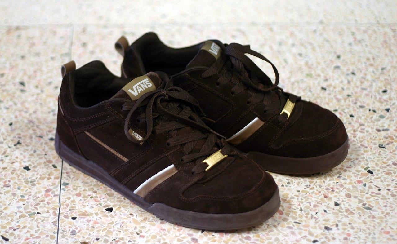 File:A pair of Vans shoes.JPG