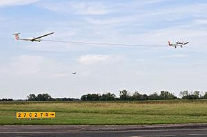 Gliding - Aerotowing of a Grob G103 Twin Astir II glider by a Robin DR400-180R