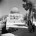 Al Haram esh-Sharif - Tempelberg. Rotskoepel of Qubbet es-Sakhra met poort die t, Bestanddeelnr 255-5443.jpg