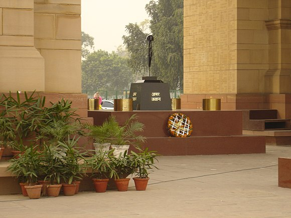 The Amar Jawan Jyoti (the flame of the immortal warrior) in Delhi, India Amarjawan.JPG