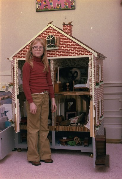 File Amy Carter Poses With Her Doll House And Cat Misty Malarky Ying Yang Nara 177849 Tif