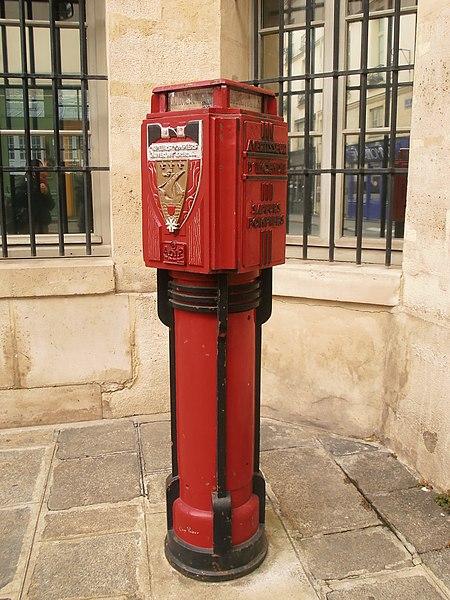 File:Ancien avertisseur d'incendie, sapeurs pompiers, rue Sévigné, Paris.jpg