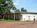 Antigua propiedad frente estacion de tren. Allí se construira un Supermercado - panoramio.jpg