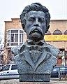 Aram Manukian bust Gyumri.jpg