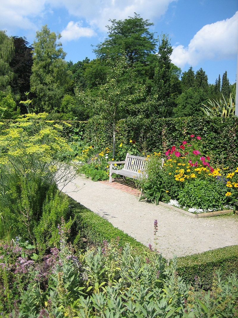 Augsburg Bot Garten Bauerngarten.jpg