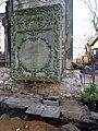 Aushub per Bagger 1m Alter St. Nikolai-Friedhof Nikolaikapelle Hannover, 19 Grabmal Hinüber, Aushölung unter den Grundmauern mit Betonplatte zugestellt.JPG