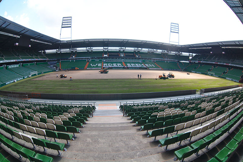 File:Aussicht auf das Stadion von den Rängen des Stadions.jpg