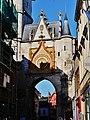 Auxerre Uhrturm 10.jpg