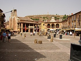 Plaza mayor de Ayllón con mercado medieval
