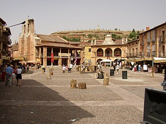 Ayllón - Plaza mayor with the medieval market.