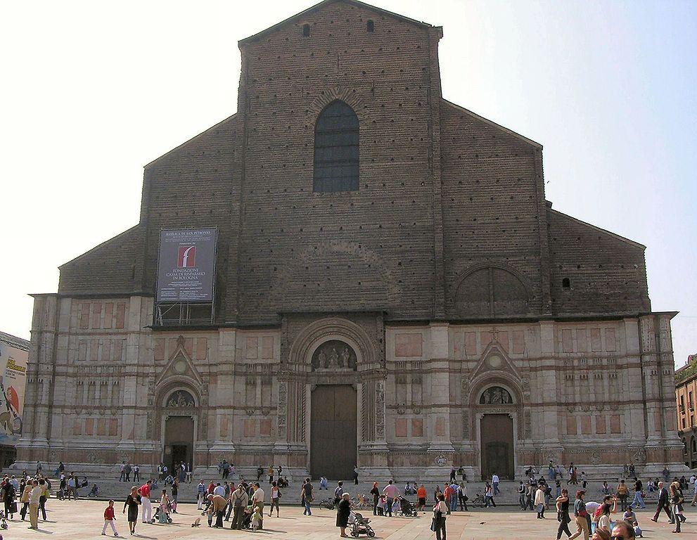Façade inachevé de San Petronio à Bologne.