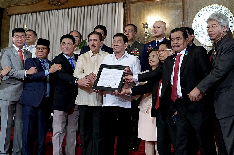 File:BOL Presentation to MILF, Duterte.jpg