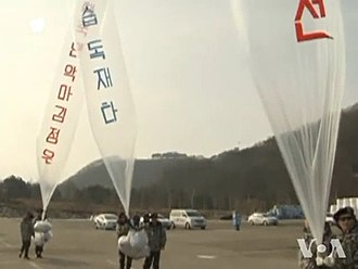 Balloon propaganda campaigns in Korea - South Korean activists releasing balloons