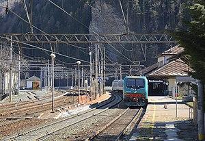 Bardonecchia railway station - Image: Bardonecchia stazione ferroviaria treno SFM3