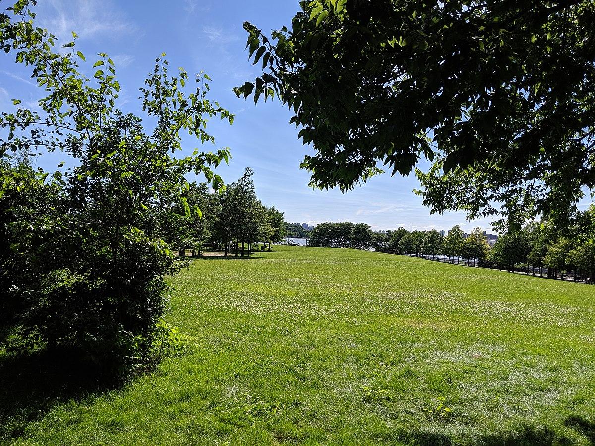 Barretto Point Park - Wikipedia