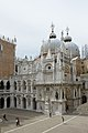 Basilica di San Marco vista dal cortile del Palazzo Ducale Venezia.jpg