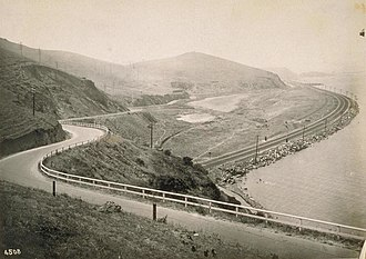Bayshore Cutoff - Bayshore Highway crosses the Bayshore Cutoff at Tunnel 5, Sierra Point (c. 1915)