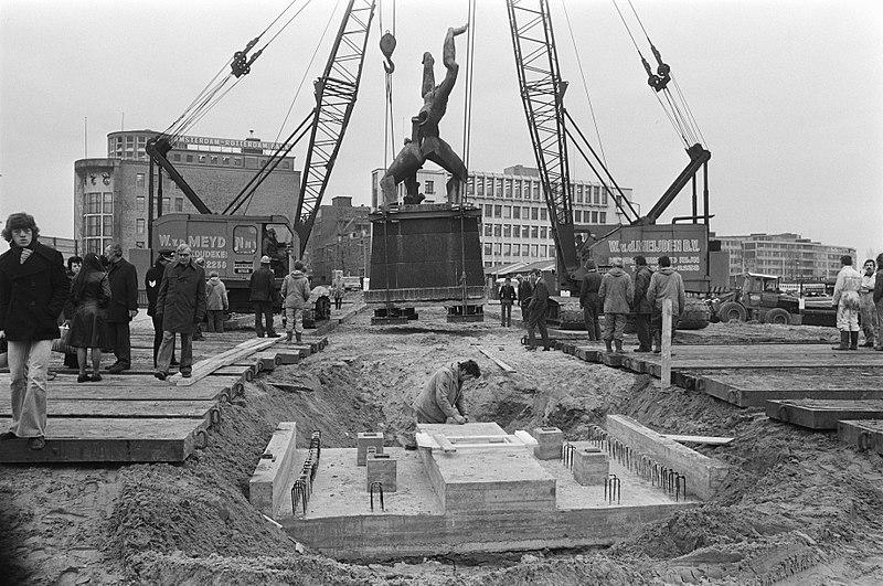 File:Beeld Verwoeste Stad van Zadkine in Rotterdam verplaats overzicht op Churchill, Bestanddeelnr 927-6847.jpg