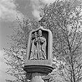 Beeld van Sint Urban, beschermheilige van wijnboeren, Bestanddeelnr 254-4514.jpg