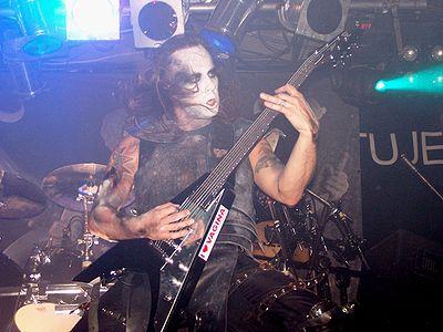 Nergal podczas występu na The Apostasy Tour w roku 2007