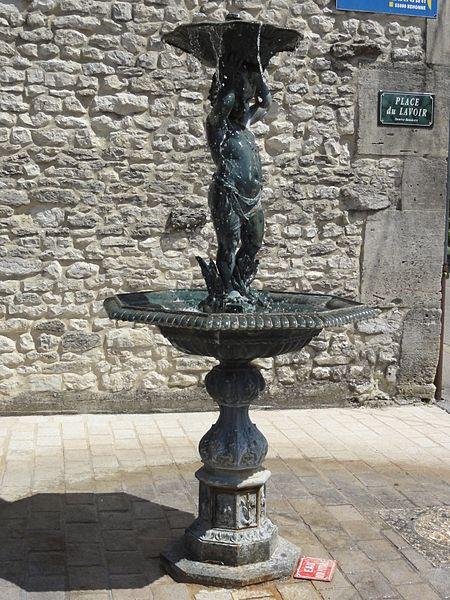 Behonne (Meuse) fontaine sculptée source Baudotte