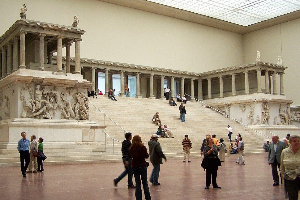 Berlin - Pergamonmuseum - Altar 02