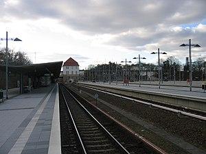 Berlin Olympiastadion station - Olympiastadion station: platforms