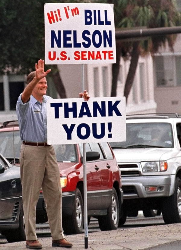Bill Nelson with thank you sign after his election to United States Senate in 2000