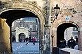 Binnenhof vanaf het Buitenhof (11308648063).jpg