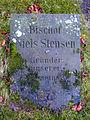 Bischof Niels Stensen, Gründer unserer Gemeinde 1678, Grabmal Denkmal Denkstein auf dem St. Ludwig Kirchhof in Celle.jpg