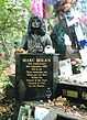 Borstbeeld van Marc Bolan in Bolan's Rock Shrine