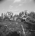 Bosbewerking, arbeiders, boomstammen, machines, werktuigen, grijpers, Bestanddeelnr 253-5313.jpg