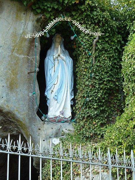 """Bruley replique de la grotte de Lourdes statue. """"JE SUIS L IMMACULEE CONCEPTION"""""""