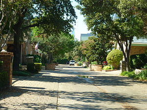 Bryan Place, Dallas - Typical residential street looking towards downtown